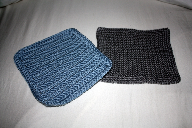 Two dishclothes I crocheted while watching something.